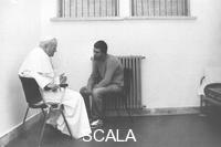 ******** Roma, carcere di Rebibbia. Natale 1983. Papa Giovanni Paolo II visita in carcere Mehmet Ali Agca.
