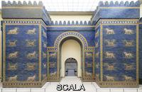Arte assiro-babilonese La Porta di Ishtar, da Babilonia, sec. VI a.C. Costruita durante il regno di Nabuccodonosor II (605-562 a.C), si apriva sulla Via Sacra (ricostruzione)