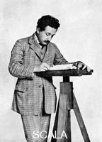 ******** Albert Einstein (1879-1955), matematico e scienziato teoretico svizzero-tedesco, 1905.