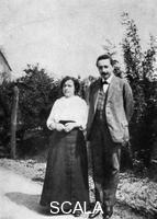 ******** Albert Einstein, matematico e scienziato teoretico svizzero-tedesco, con la prima moglie Mileva, 1905 ca.